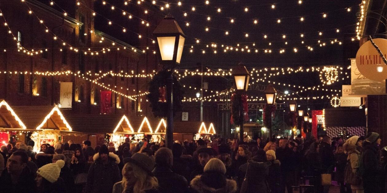 Toronto Christmas Market Draws Crowds And Brands
